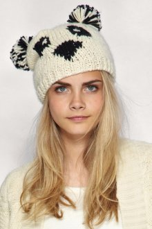 Вязаная кремовая женская шапка с ушками
