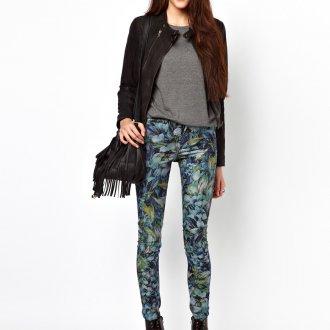 Стильные узкие брюки с принтом