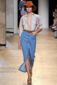 С чем лучше всего носить длинную джинсовую юбку