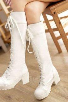 Высокие сапоги на шнуровке