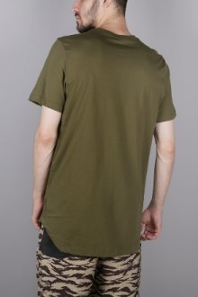 Особенности и преимущества длинных футболок