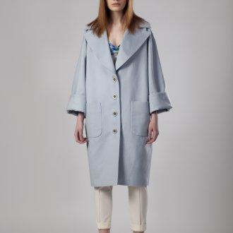 Голубое пальто оверсайз