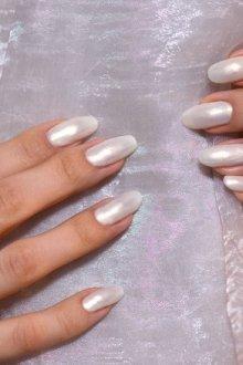 Дизайн ногтей с жемчугом