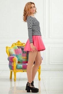 Розовая пышная юбка с полосатой кофтой