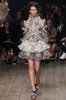 Короткое серое платье в викторианском стиле