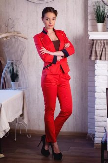 Особенности красного женского костюма