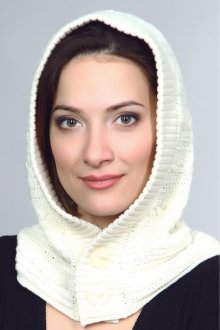 Женский капор с пуговицами