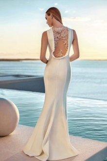 Особенности вечернего платья с открытой спиной