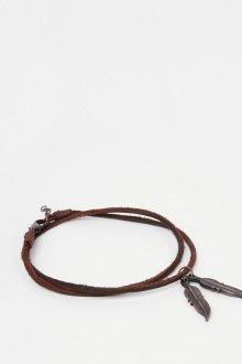 Кожаный коричневый браслет с подвесками на ногу
