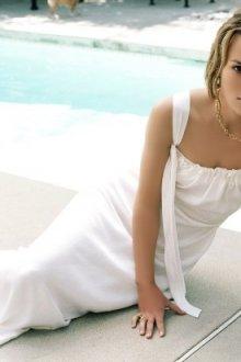 Особенности белого длинного платья