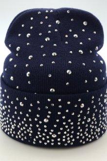 Особенности и преимущества шапки со стразами