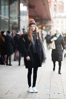 Как составить модный лук с шапкой