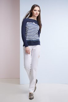 Женский пуловер в морском стиле