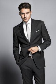 Стильный классический черный мужской костюм