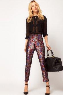 Блестящие брюки в романтическом стиле