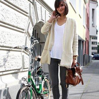 Женский образ в стиле street casual с коричневыми ботинками и сумкой