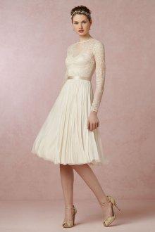 Стильное свадебное платье с расклешенной юбкой в стиле casual