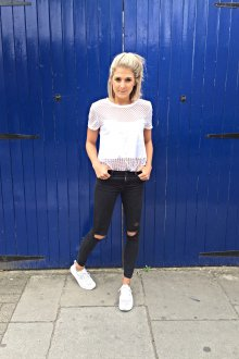 Женский стиль smart casual  с белой футболкой и черными брюками