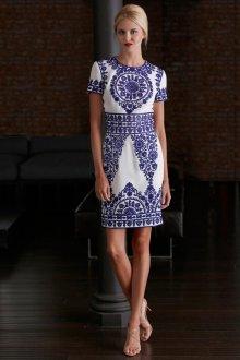 Красивое платье футляр в этническом стиле