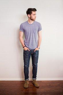 Мужские джинсы и футболка в стиле casual