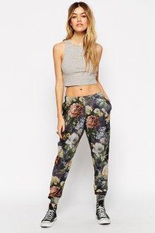 Красивые спортивные брюки с цветочным принтом