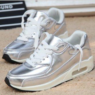 Серебристые женские кроссовки на толстой подошве