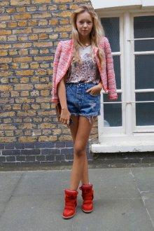 Модные красные сникерсы