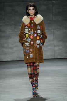 Женский зимний лук в экстравагантном стиле