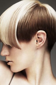 Экстравагантная женская стрижка на короткие волосы