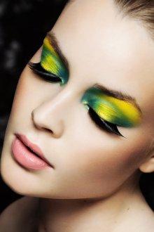 Зелено-желтый макияж в экстравагантном стиле