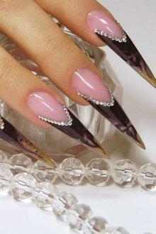Дизайн ногтей «стилеты»
