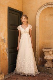 Нежное белое платье в стиле рококо