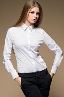 Брюки и рубашка в гардеробе женщины 30 лет