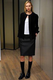 Черно-белый наряд в гардеробе женщины 30 лет
