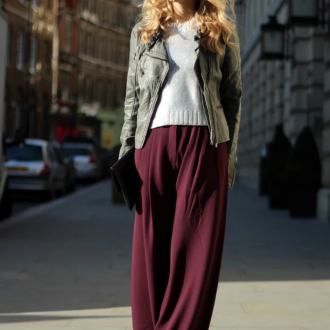 С чем носить бордовые брюки