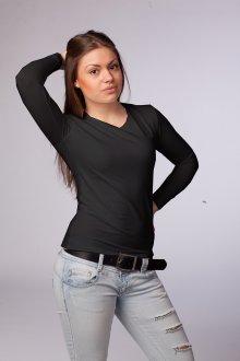 Черная футболка для женщин после 40 лет
