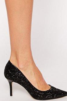 Блестящие черные туфли для женщин после 40 лет