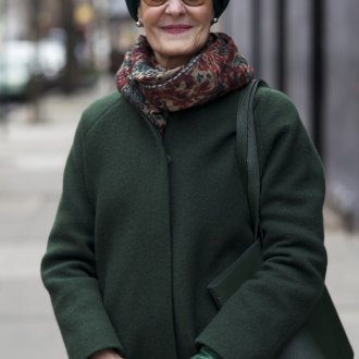 Зеленое пальто для женщины 50 лет