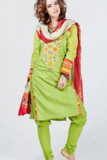 Женский зеленый костюм в индийском стиле