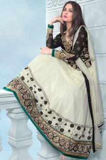 Красивый свадебный женский наряд в индийском стиле