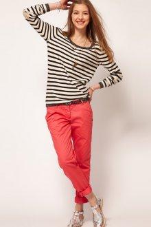 Малиновые женские брюки чинос