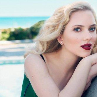 Скарлетт Йоханссон с цветом волос блонд