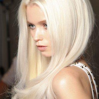 Красивые волосы цвета блонд