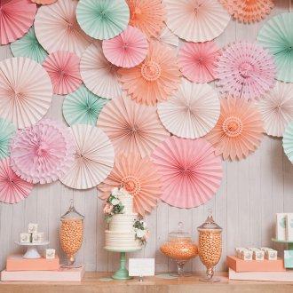 Бумажные веера как настенный декор
