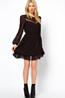 Черное платье со вставкой из шифона