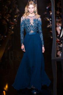 Синее платье со вставкой из кружева
